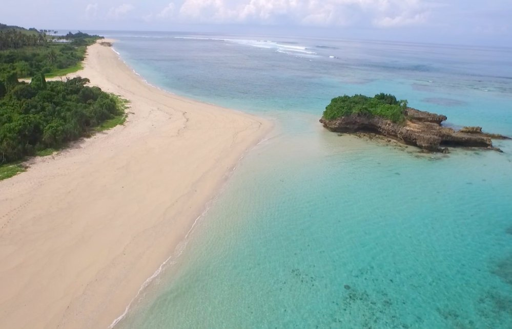 marosi-beach-sumba-land